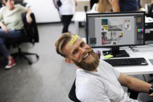 Un barbu au travail