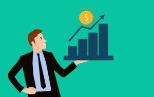 Un homme tient dans la main un graphique financier qui augment