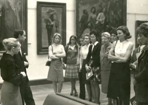 Visite guidee au-Palais des Beaux-Arts de Lille dans les annees 1970